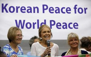 Activist Ann Wright on left activist/ feminist Gloria Steinem (C) speaks at a news conference before the WomenCrossDMZ group leaves for North Korea's capital Pyongyang, at a hotel in Beijing, China, May 19, 2015. REUTERS/Kim Kyung-Hoon